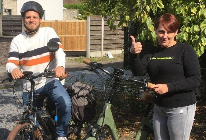 Jens en Nadia fietsen naar het werk.
